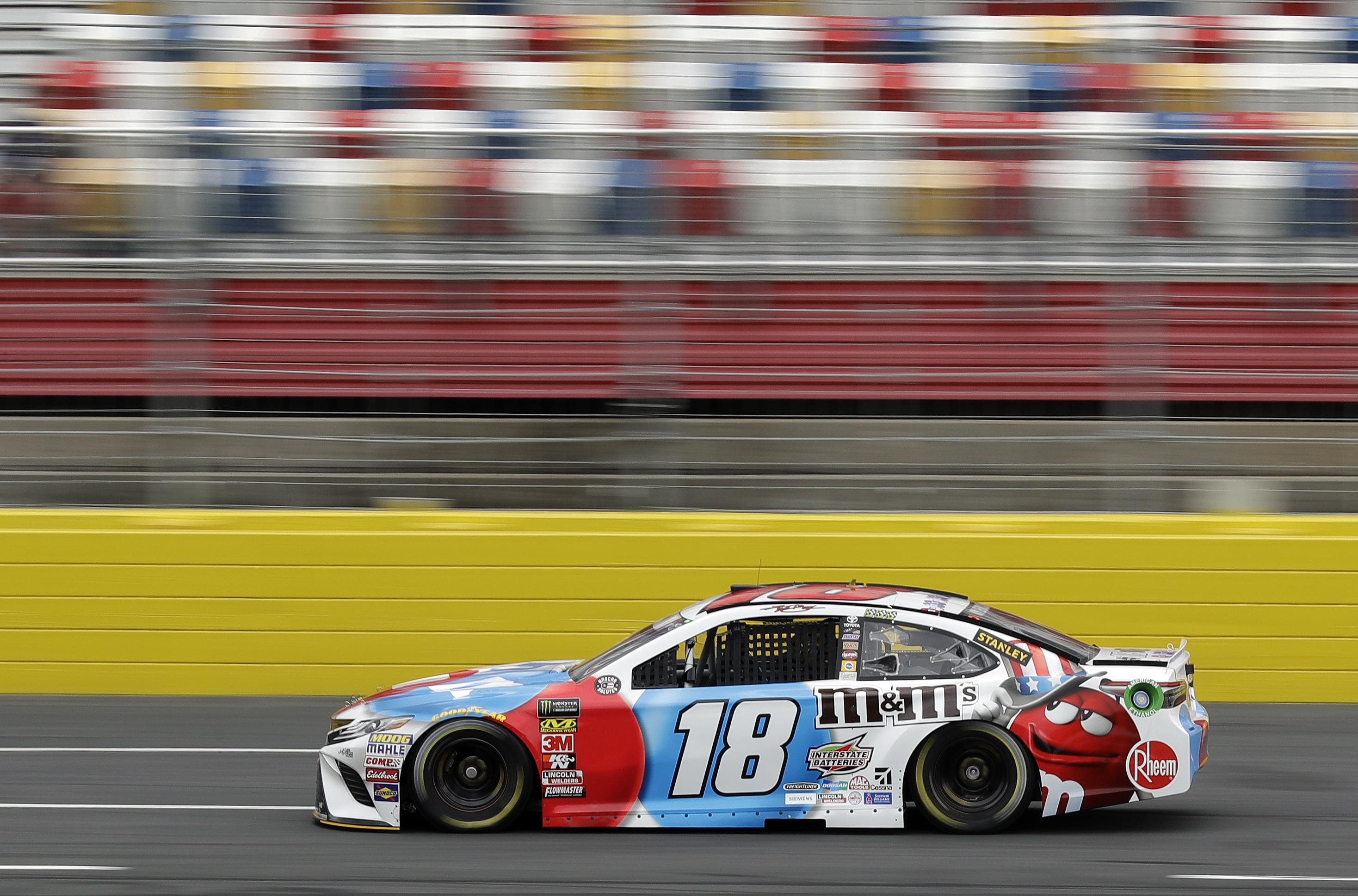 Kyle busch captures pole at charlotte kevin harvick starts last the spokesman review - Pictures of kyle busch s car ...