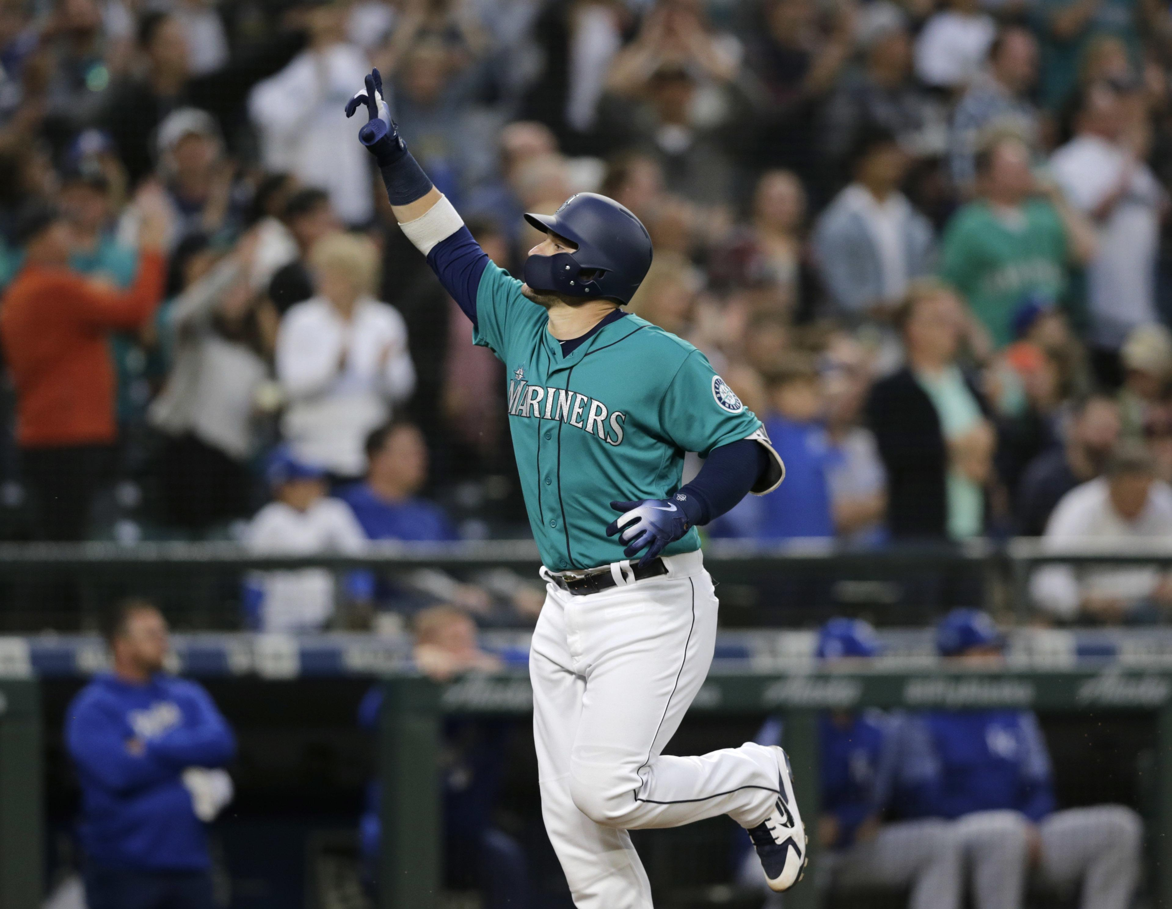 Mariners' Mike Zunino goes on 10-day DL with an ankle injury