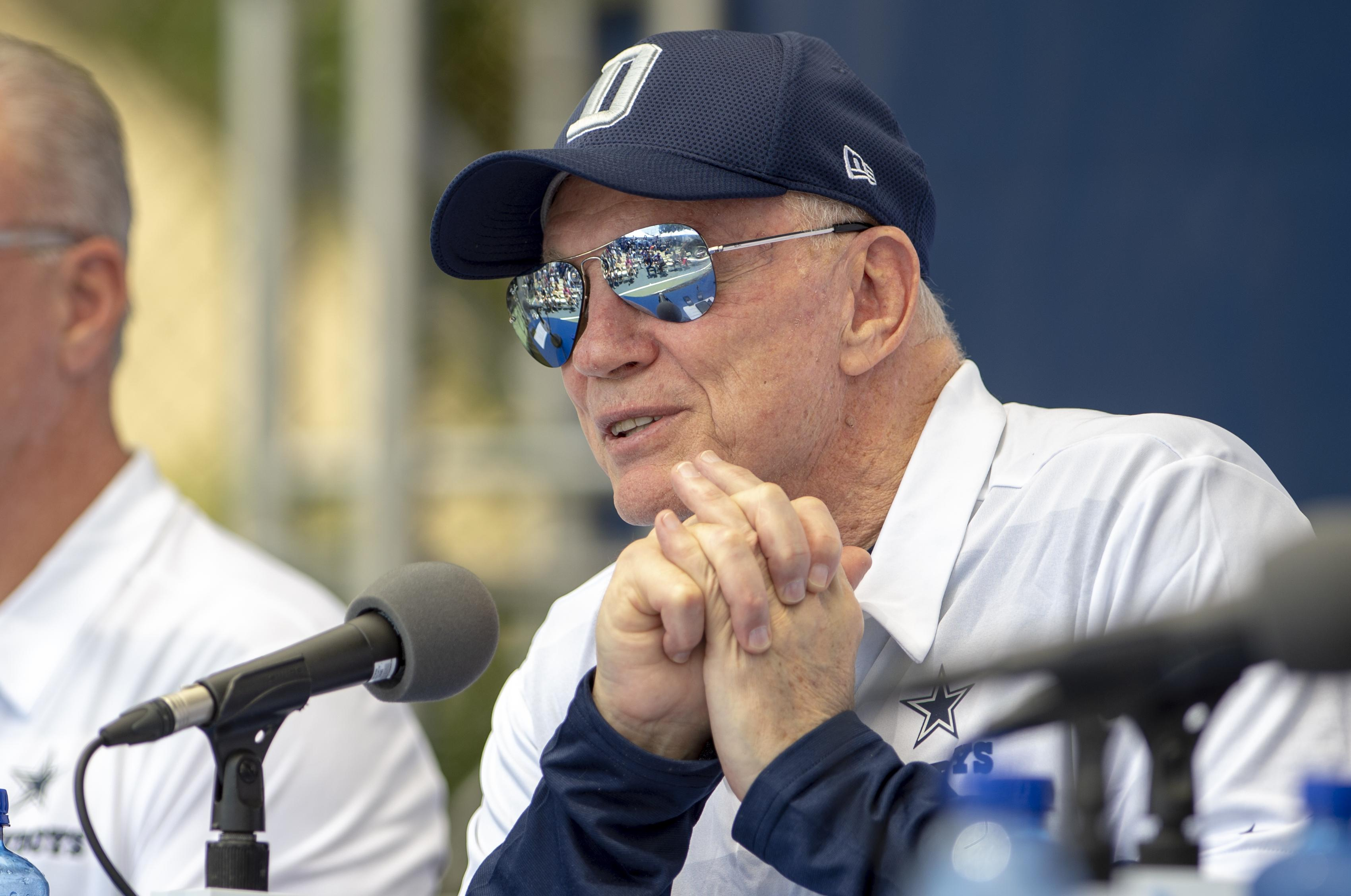 79e537649f25 Dallas Cowboys owner Jerry Jones takes questions during the