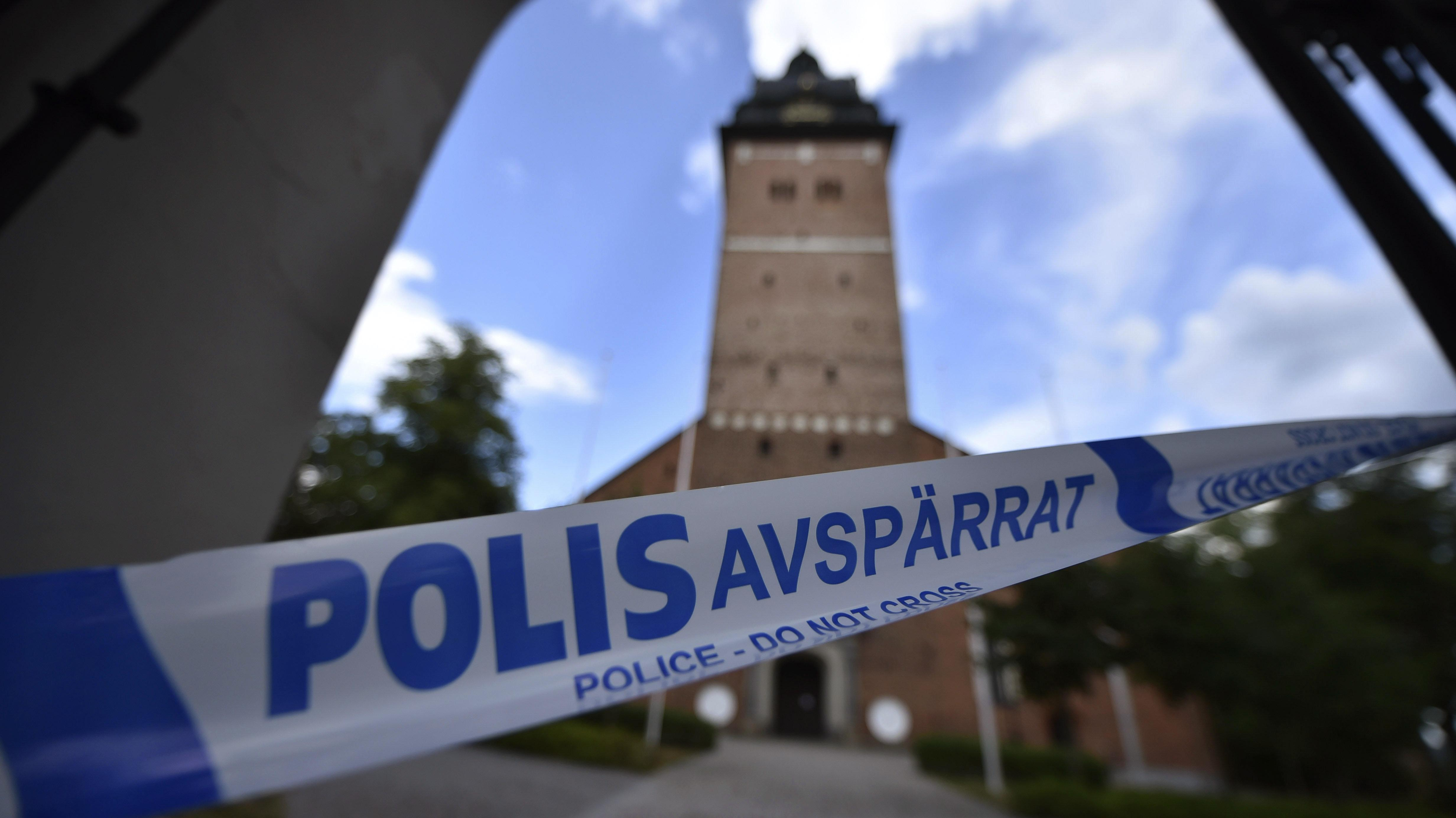 Thieves steal Swedish royal jewels, escape across lake | The