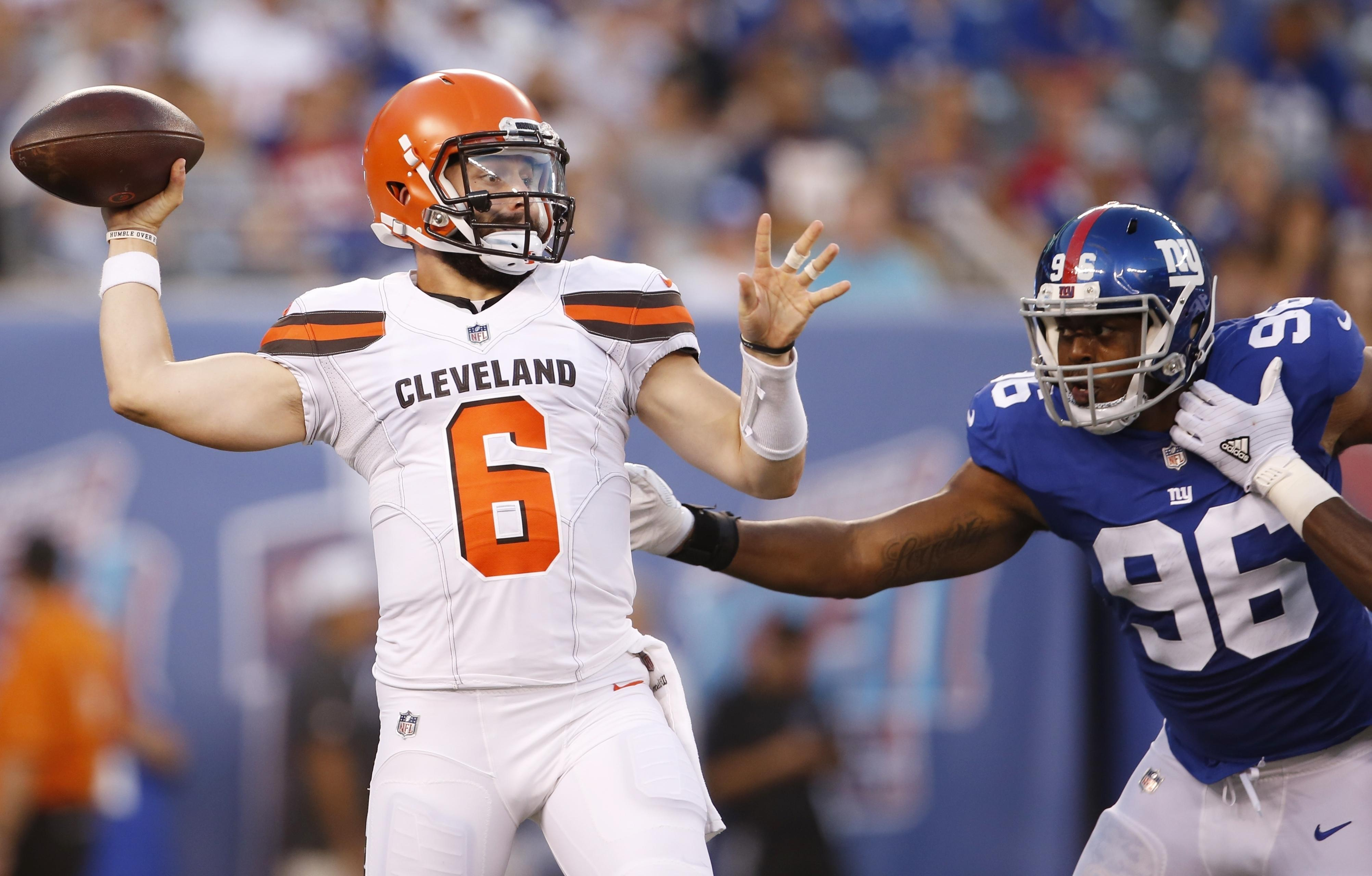 054964ca67d Cleveland Browns quarterback Baker Mayfield (6) throws a pass away from New  York Giants