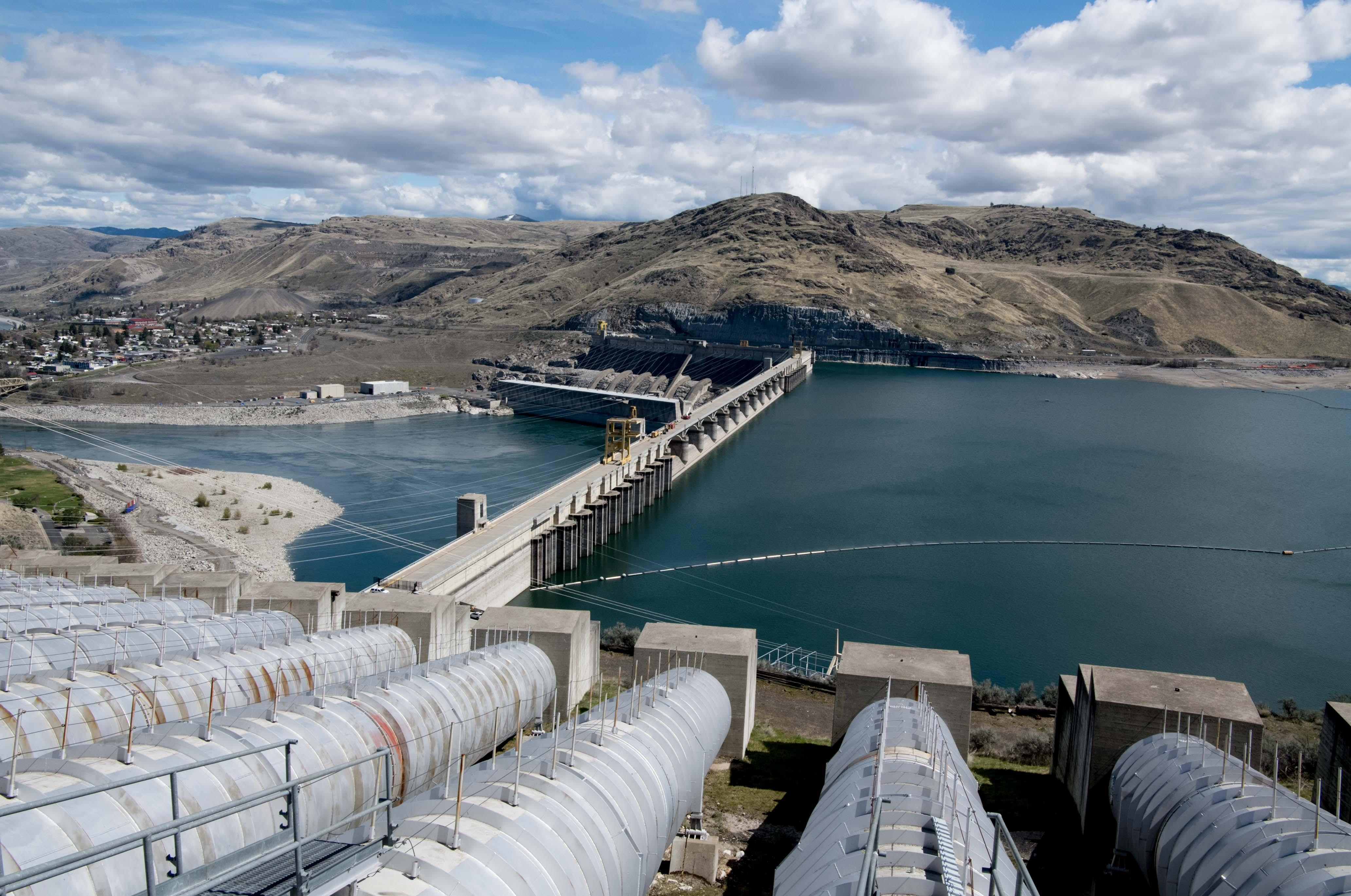 Improved conditions keep fire from coulee dam evacuations underway grand coulee dam is seen on tuesday april 17 2018 in coulee publicscrutiny Gallery