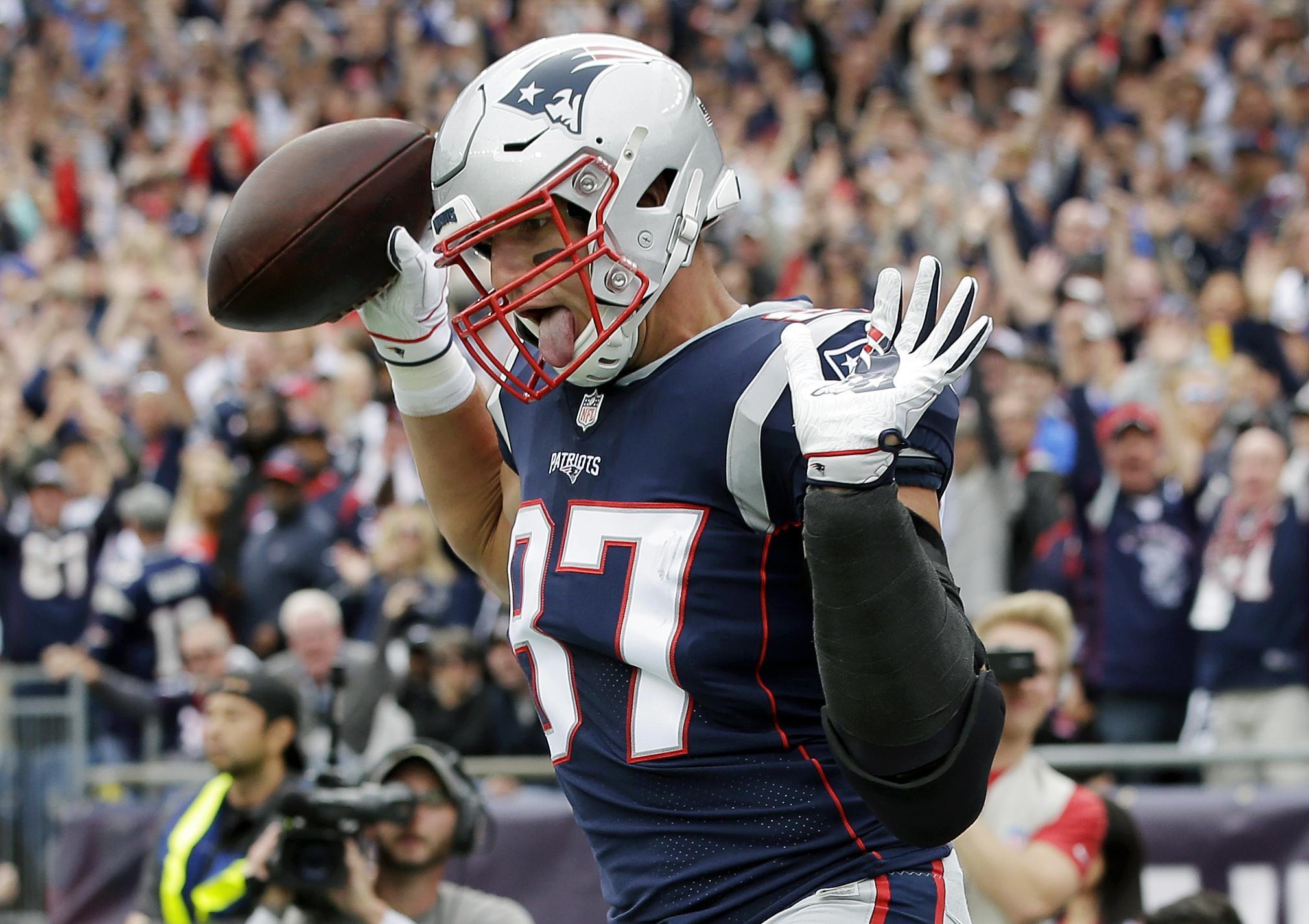 d28087c7 New England Patriots tight end Rob Gronkowski (87) celebrates his touchdown  against the Houston