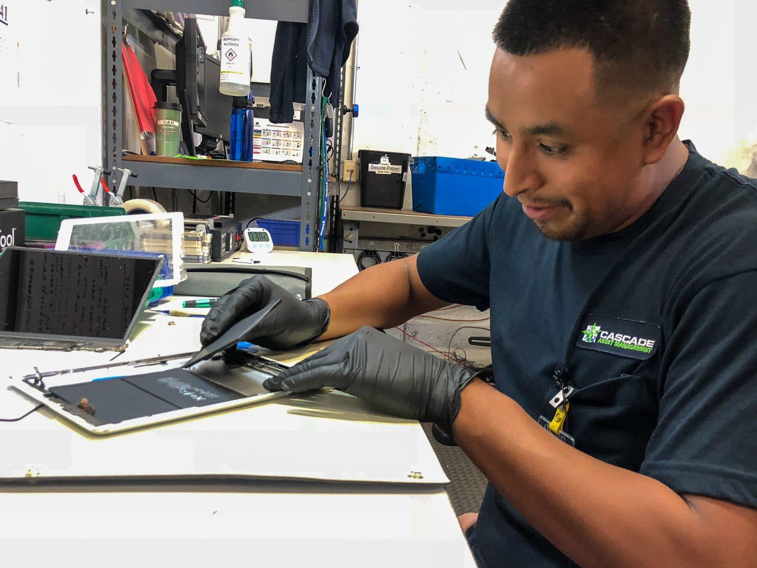 The Explosive Problem With Recycling Ipads Iphones And Other Electronics Scrap Pictures Zimbio Isauro Flores Hernandez Takes Apart Used Smartphones Tablets For A Living At Cascade Asset
