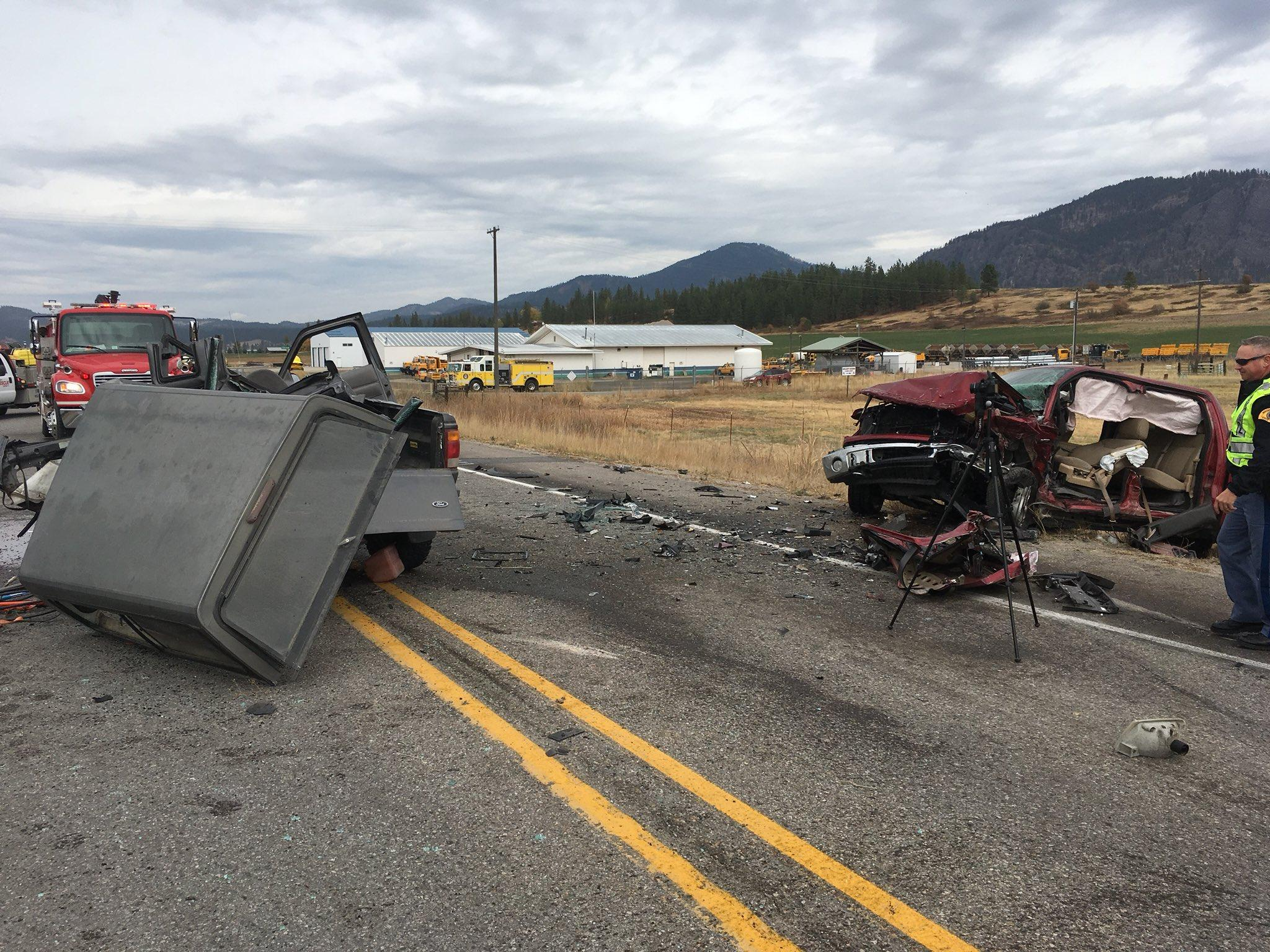 Highway south of Chewelah blocked after multiple-car crash
