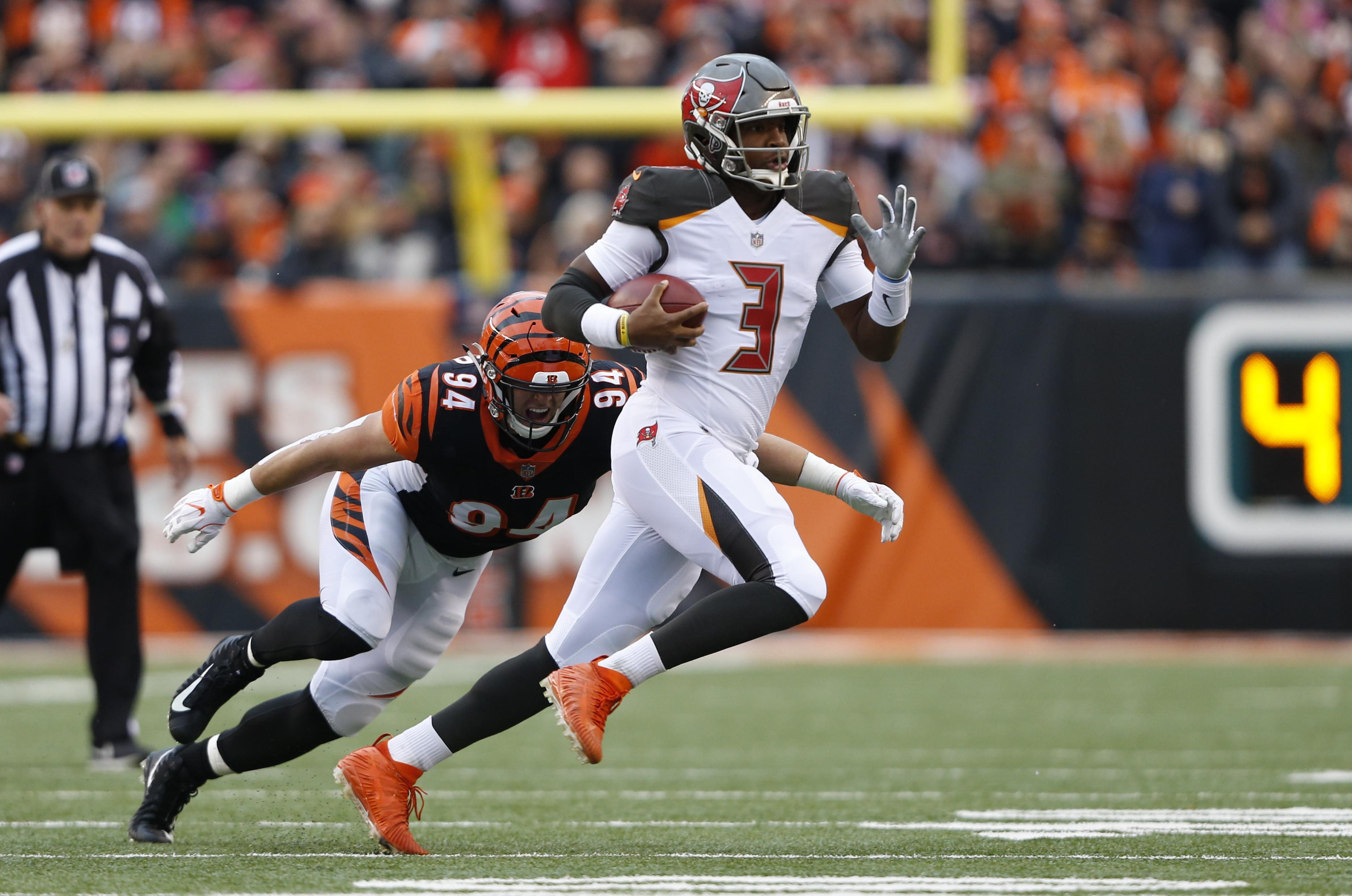 Tampa Bay Buccaneers quarterback Jameis Winston (3) is chased by Cincinnati  Bengals defensive end 56cc2ddf83
