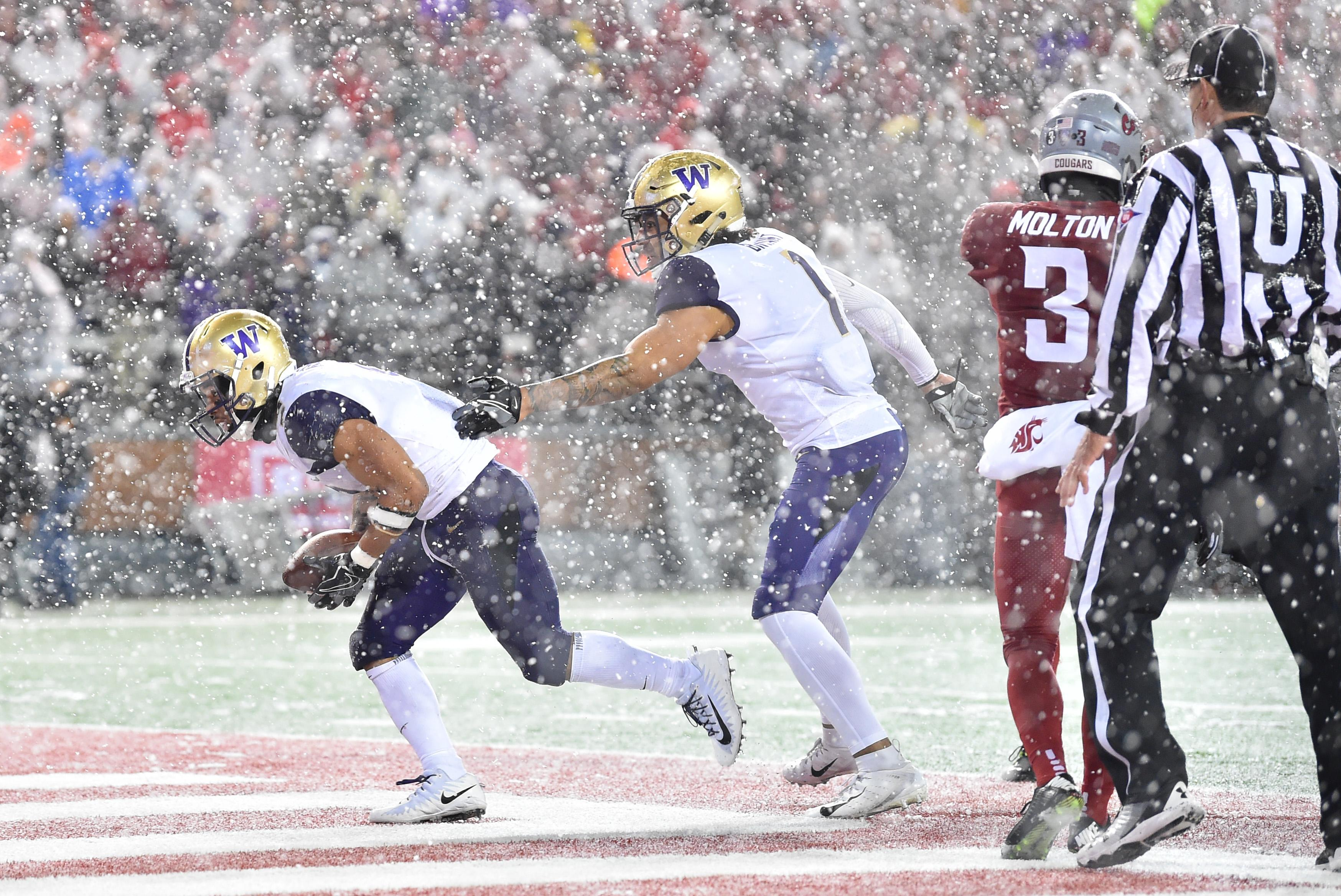 Snow be gone: Washington State crews clear Martin Stadium ...