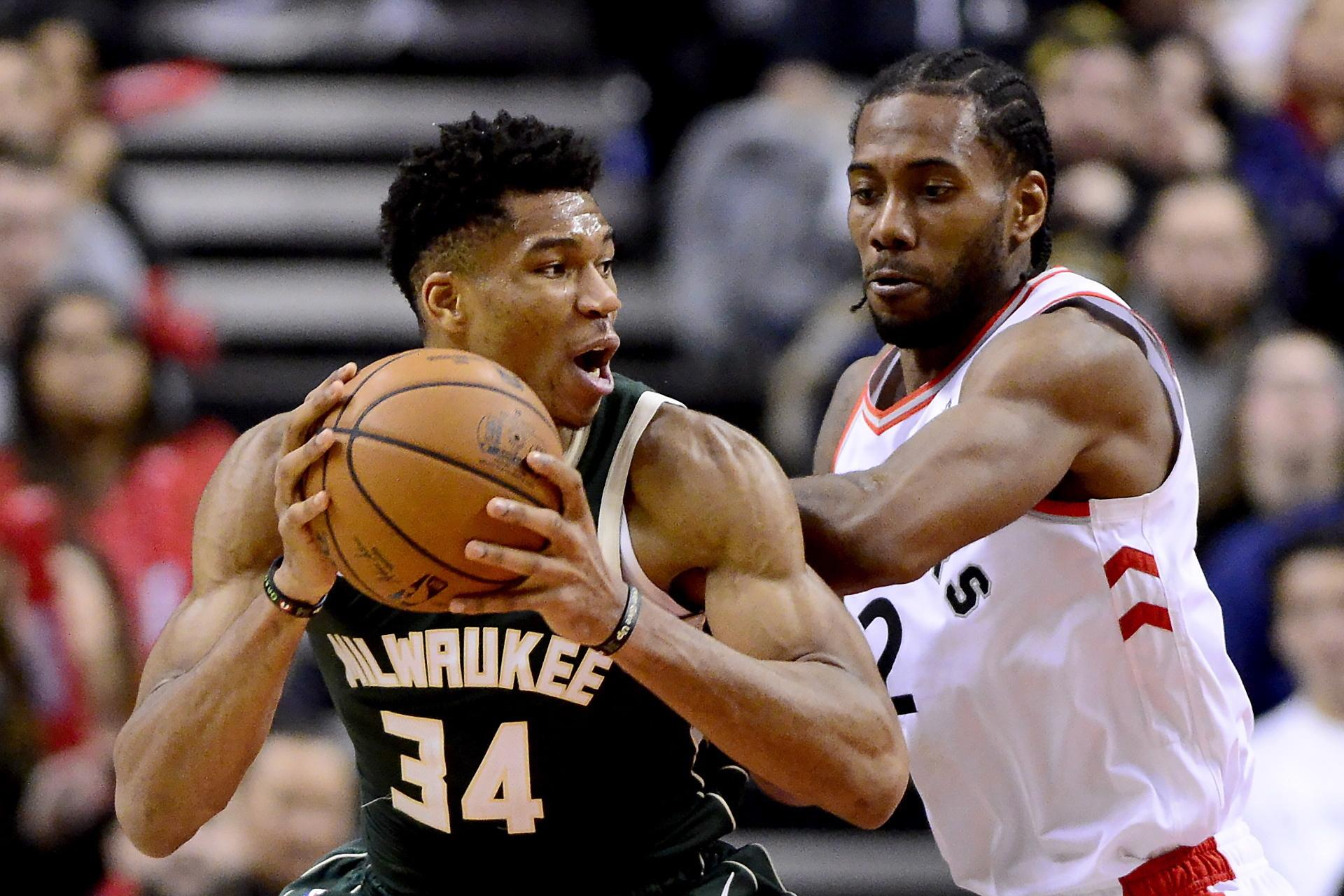 Toronto Raptors Forward Kawhi Leonard 2 Puts Pressure On Milwaukee Bucks Giannis Antetokounmpo