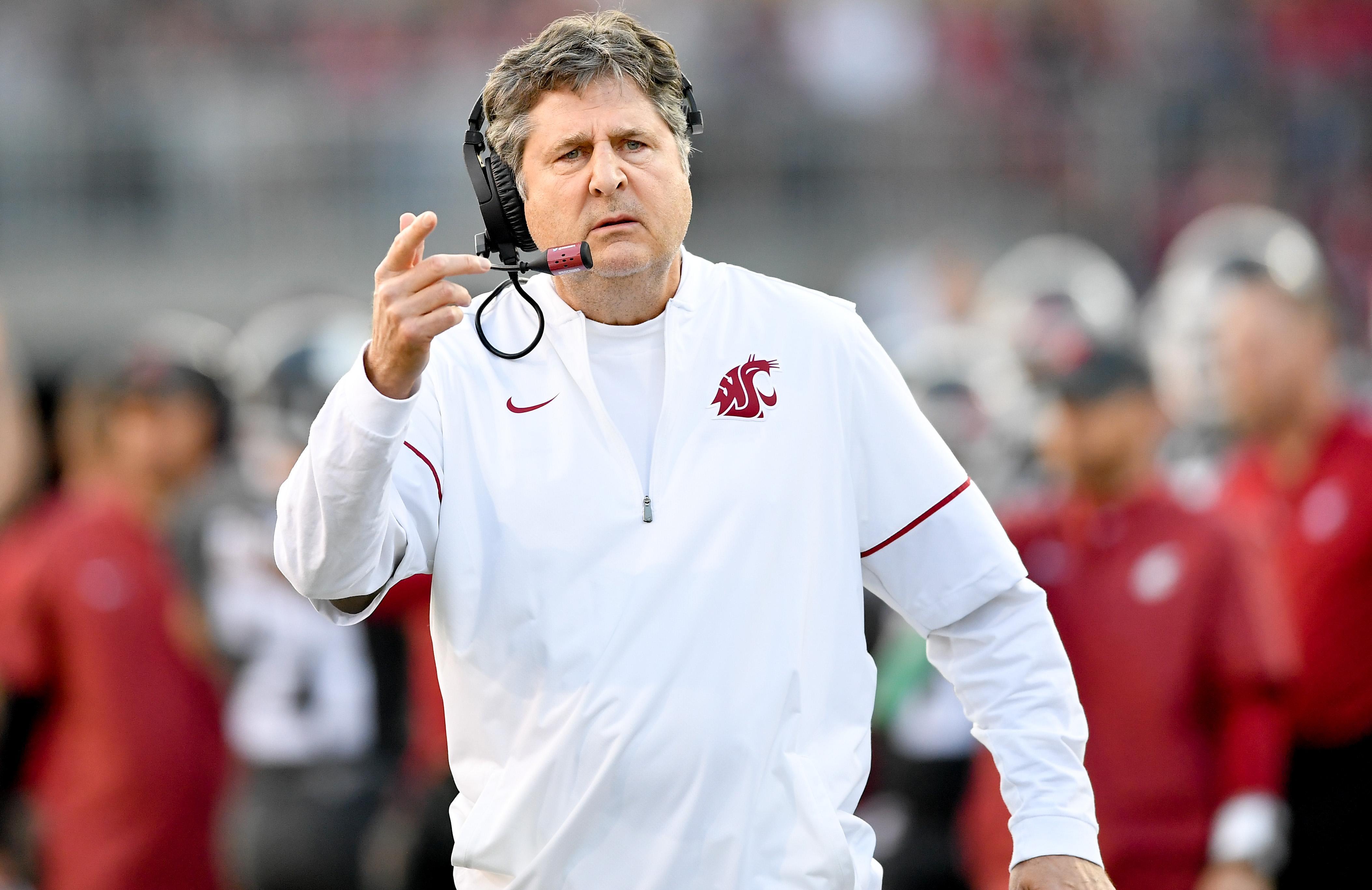 asshole Coach mike leach