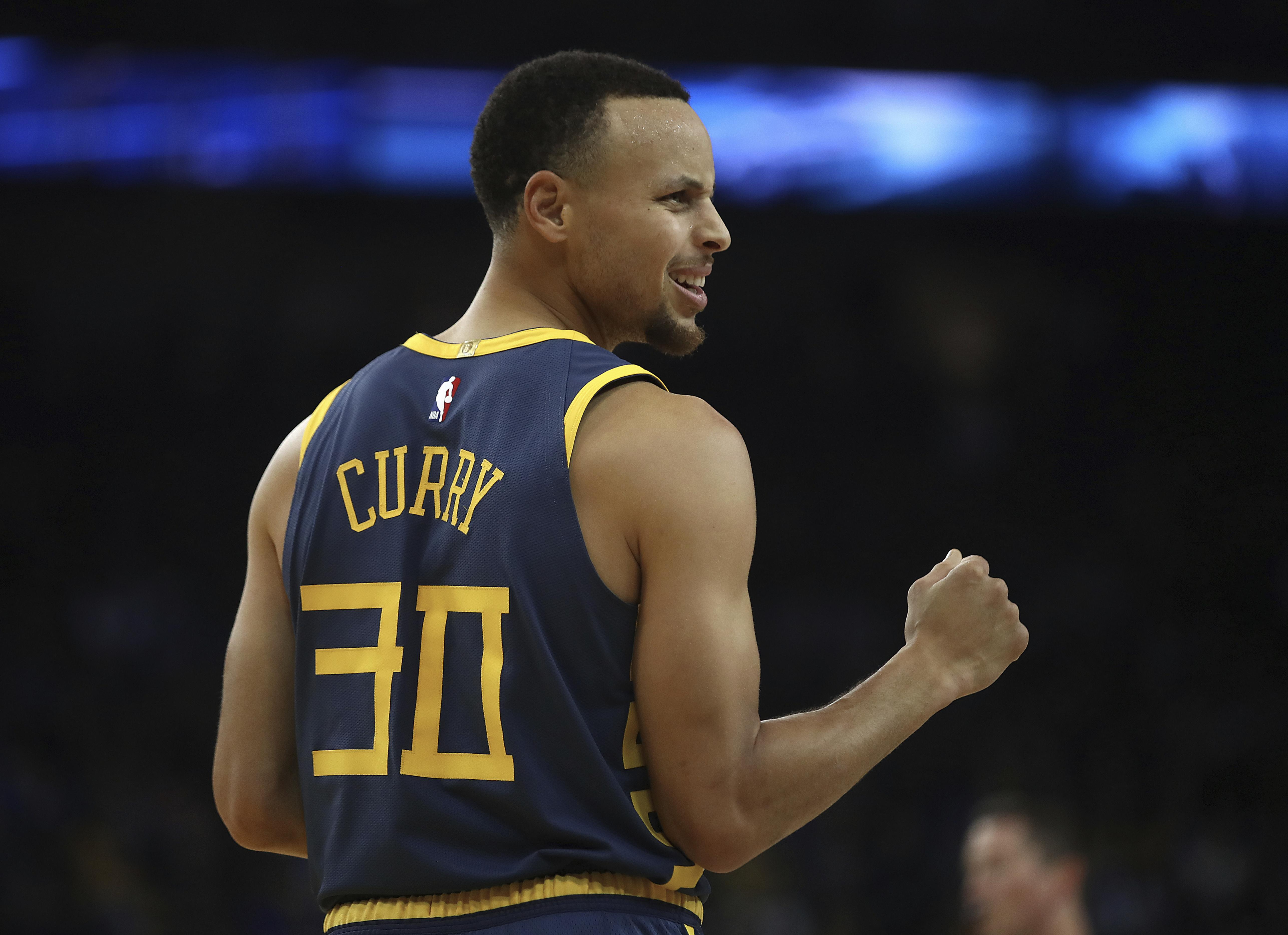 243b27a4db59 NBA roundup  Stephen Curry becomes fifth Warrior to score 15