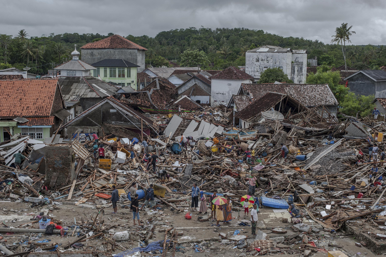 indonesia searches for tsunami victims toll hits