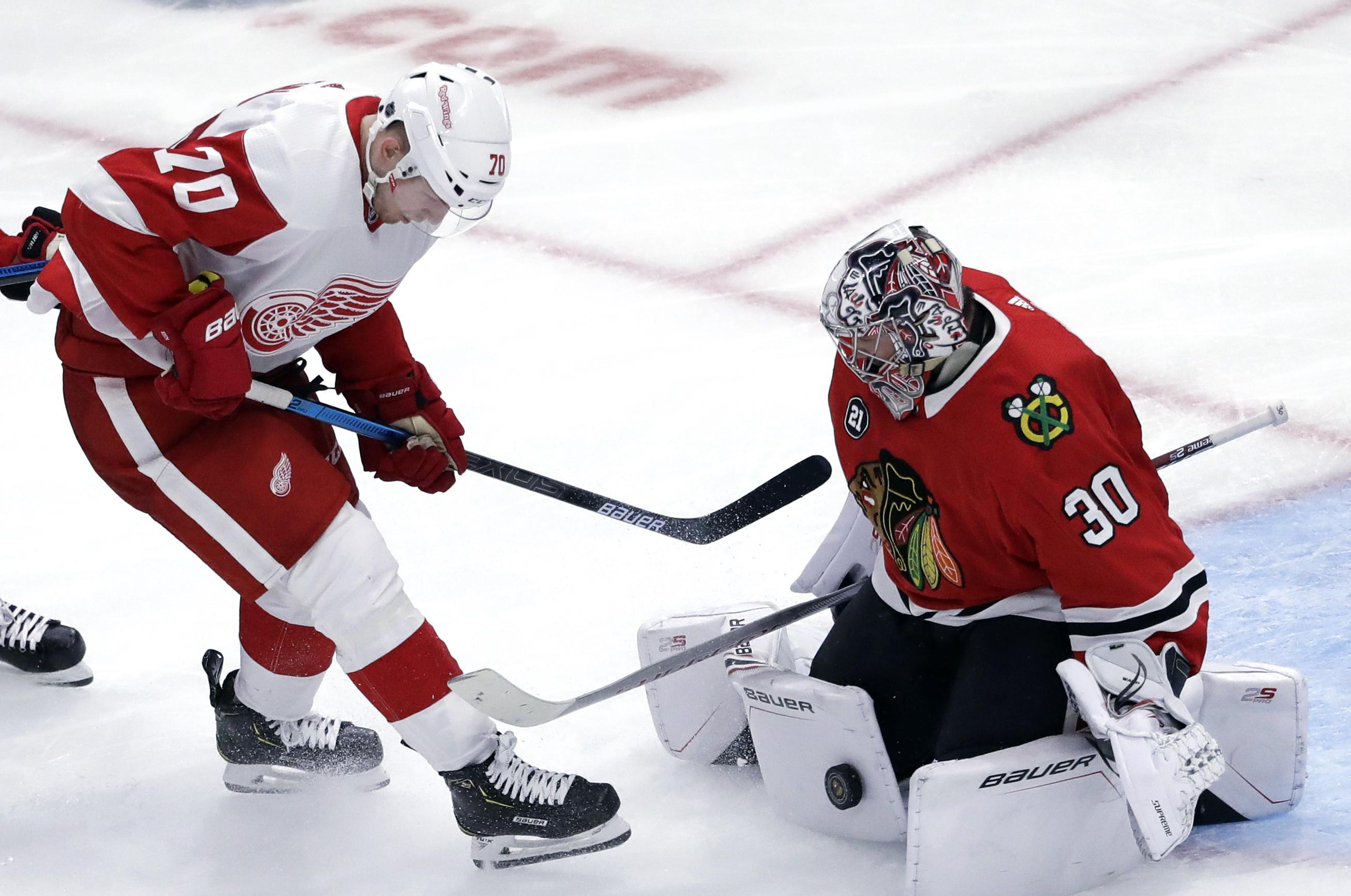 NHL roundup: Blackhawks beat Red Wings 5-2 for 7th straight victory