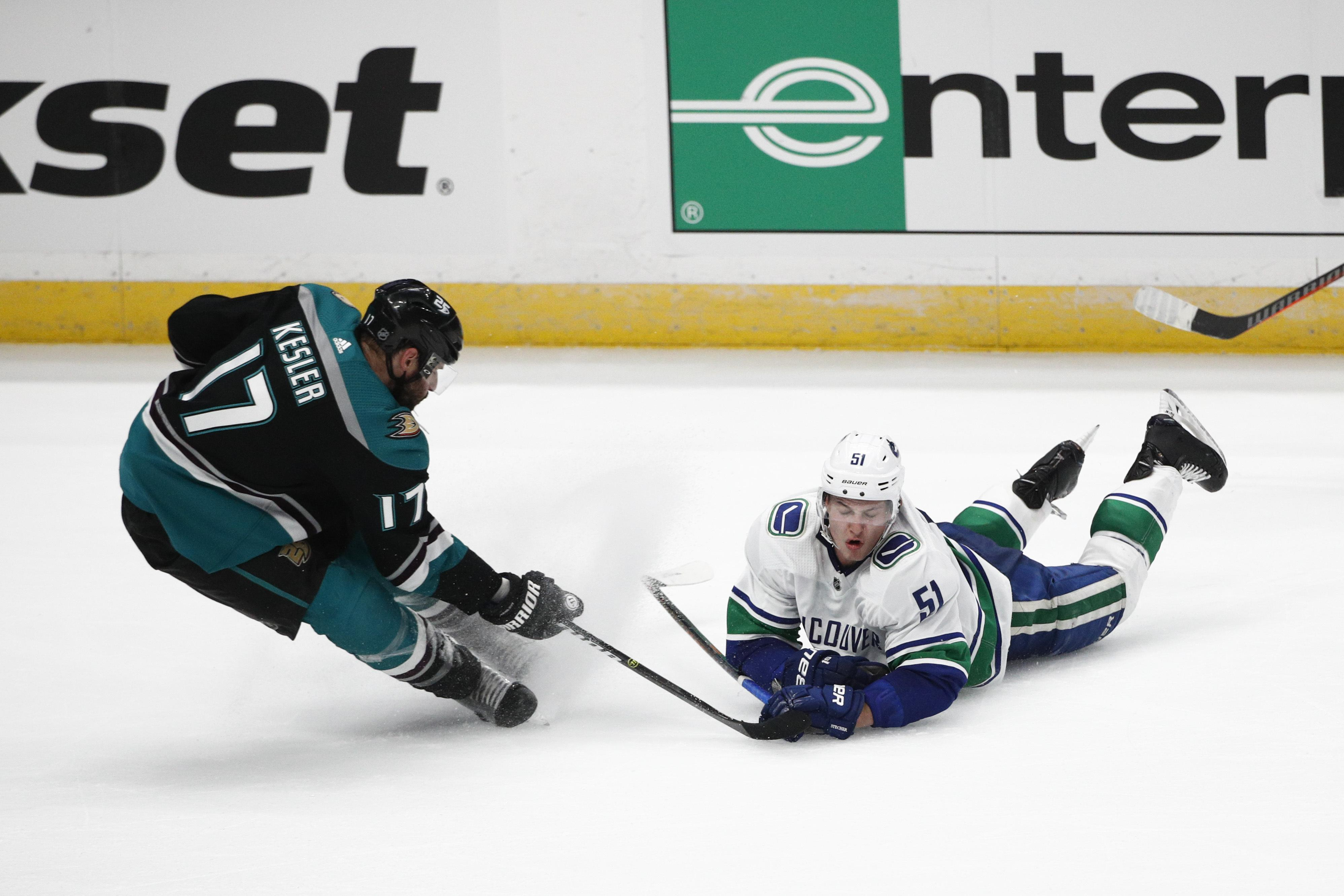 Nhl Roundup Kevin Boyle Gets Shutout Ducks Top Canucks 1 0 In Bob