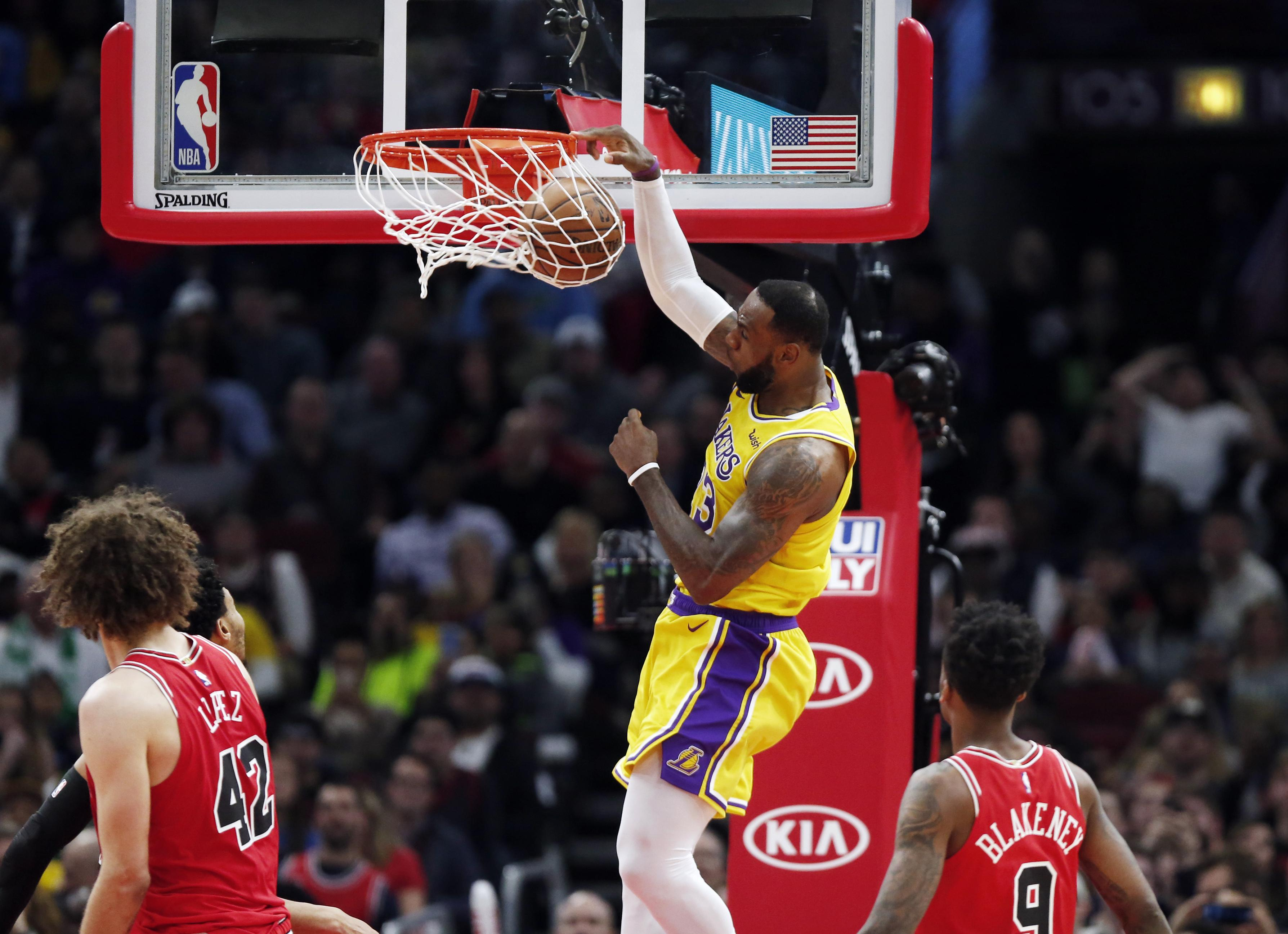 sale retailer 5a107 bee88 Los Angeles Lakers forward LeBron James (23) dunks in front of Chicago  Bulls guard