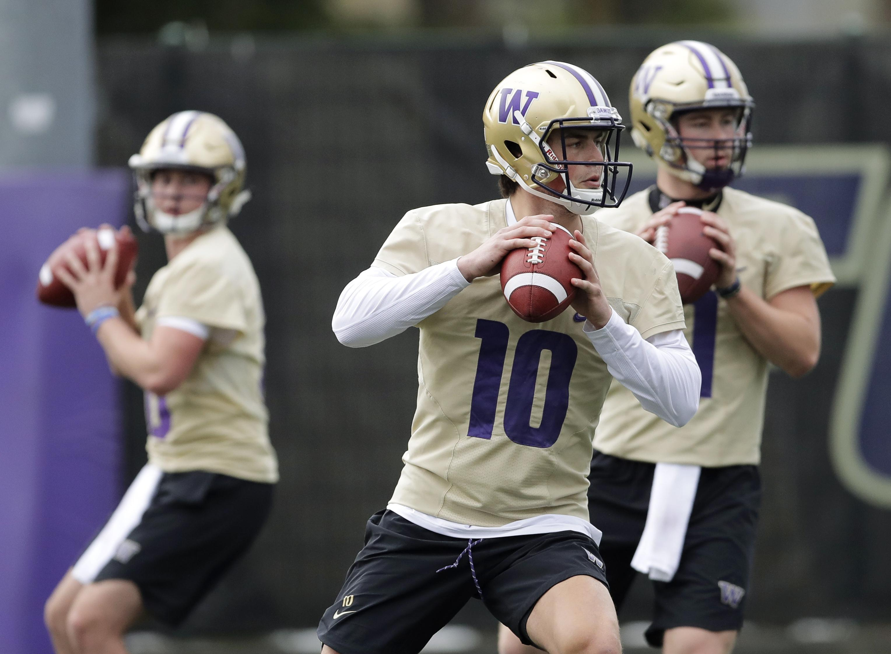 Washington Quarterback Jacob Eason 10 Drops To P During The First Day Of Spring