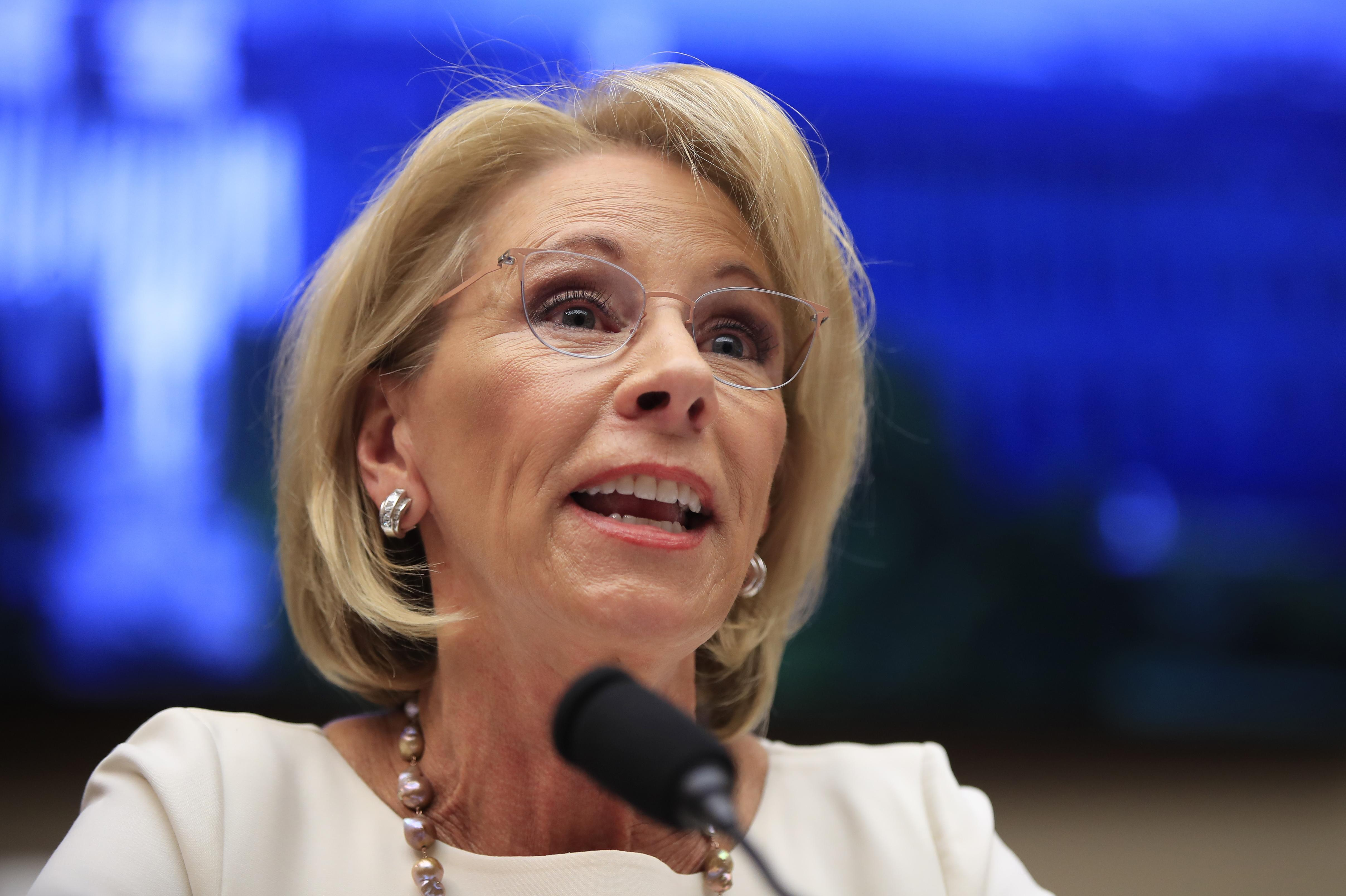 Special Education Chiefs To Devos Dont >> High School Journalists Were Barred From A Devos Event So They Took