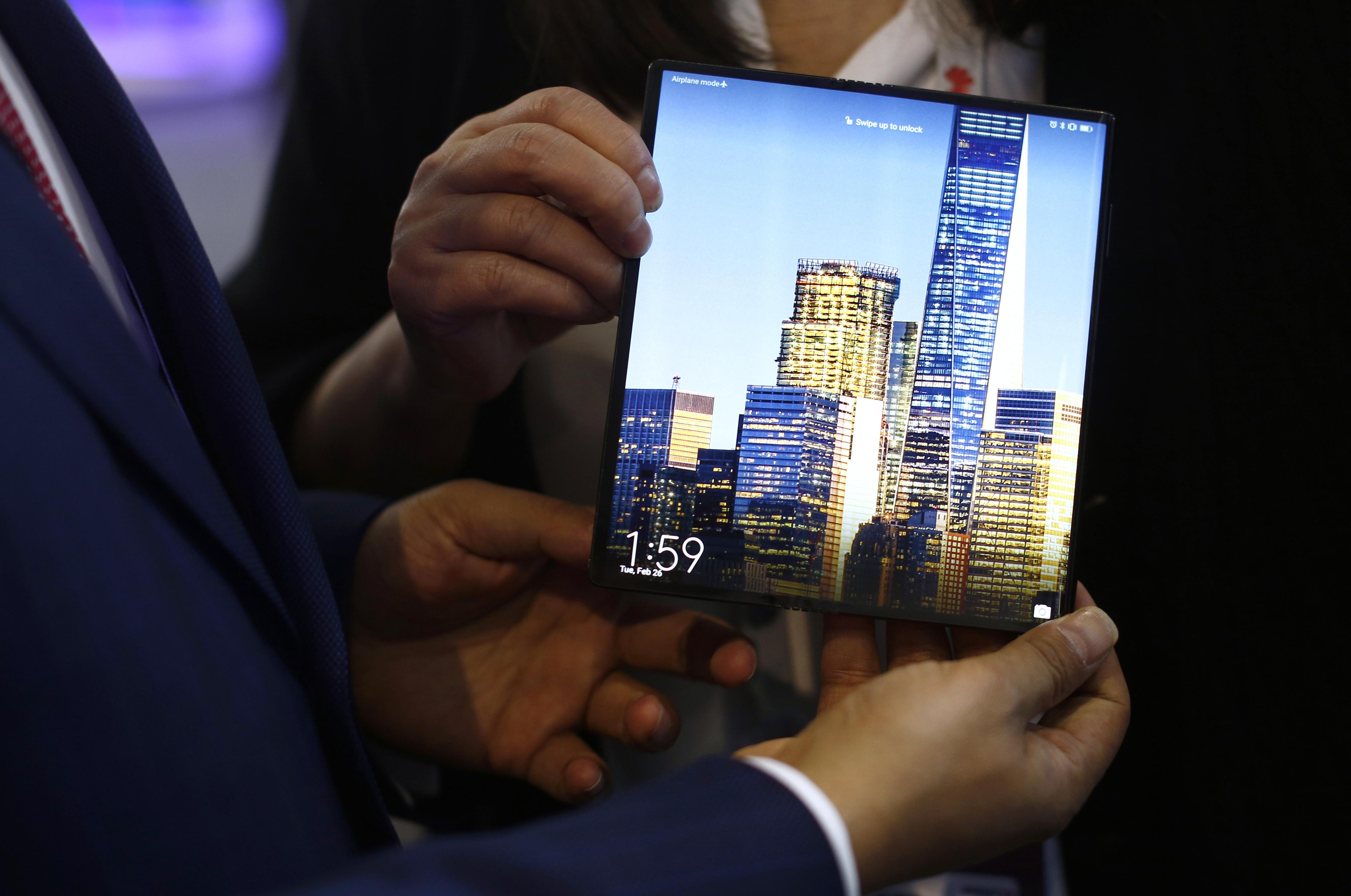 UK, Japan mobile operators suspend Huawei 5G phone launches | The