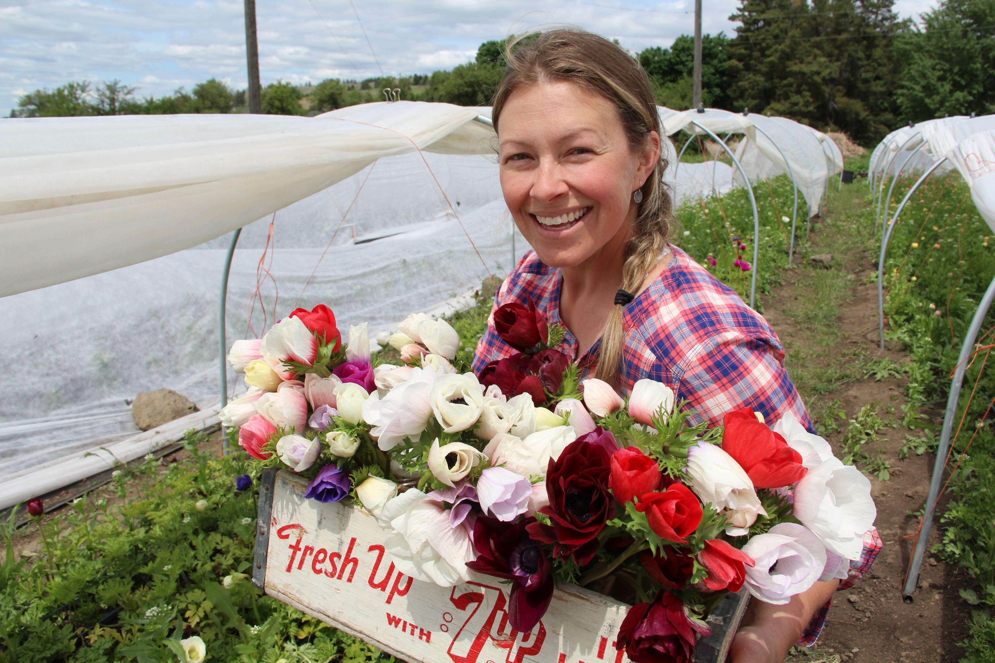 Front & Center: Flower gardener's pion for outdoors ... on