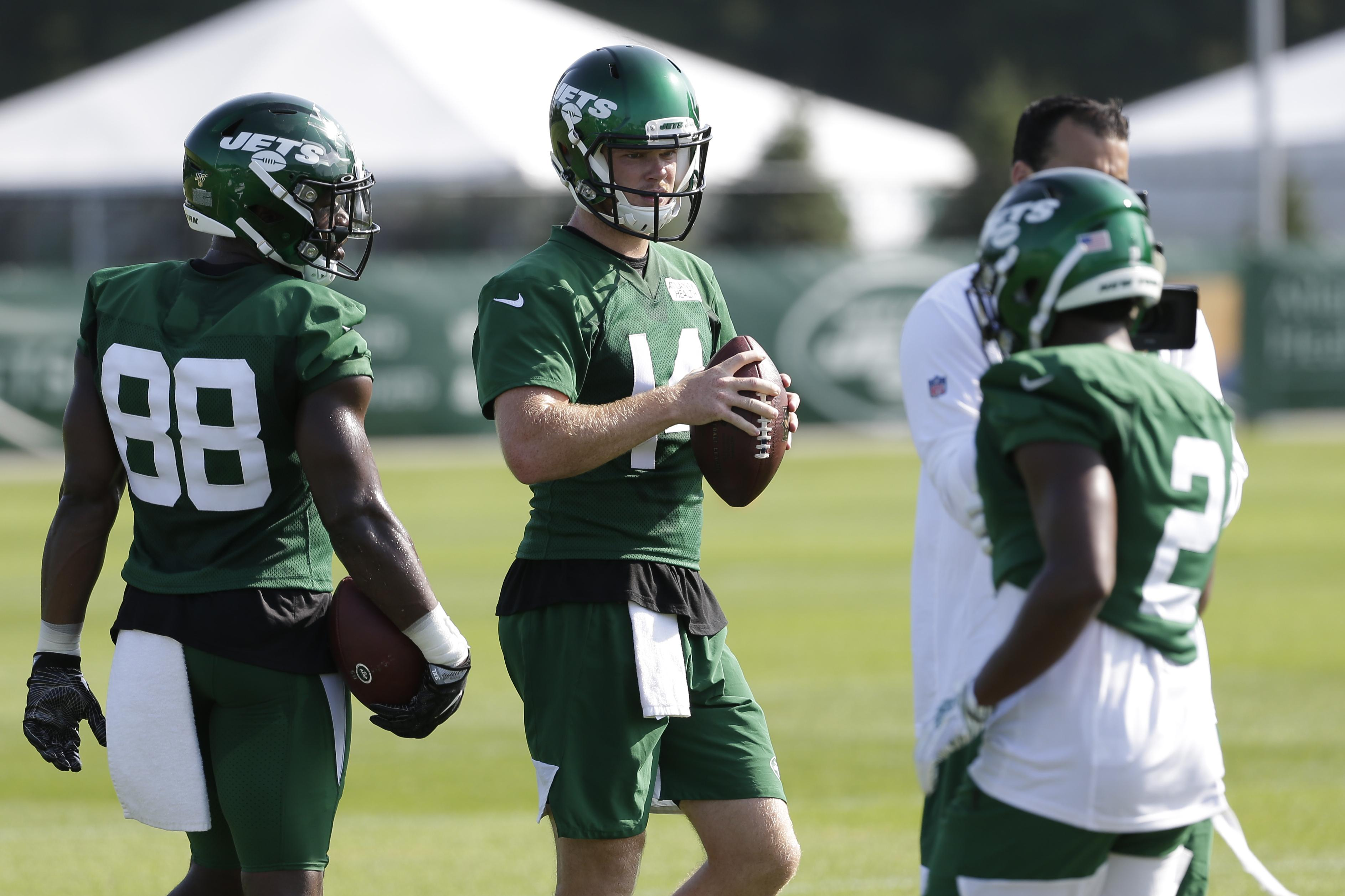 Jets Sam Darnold Leading With His Plays And Words On The