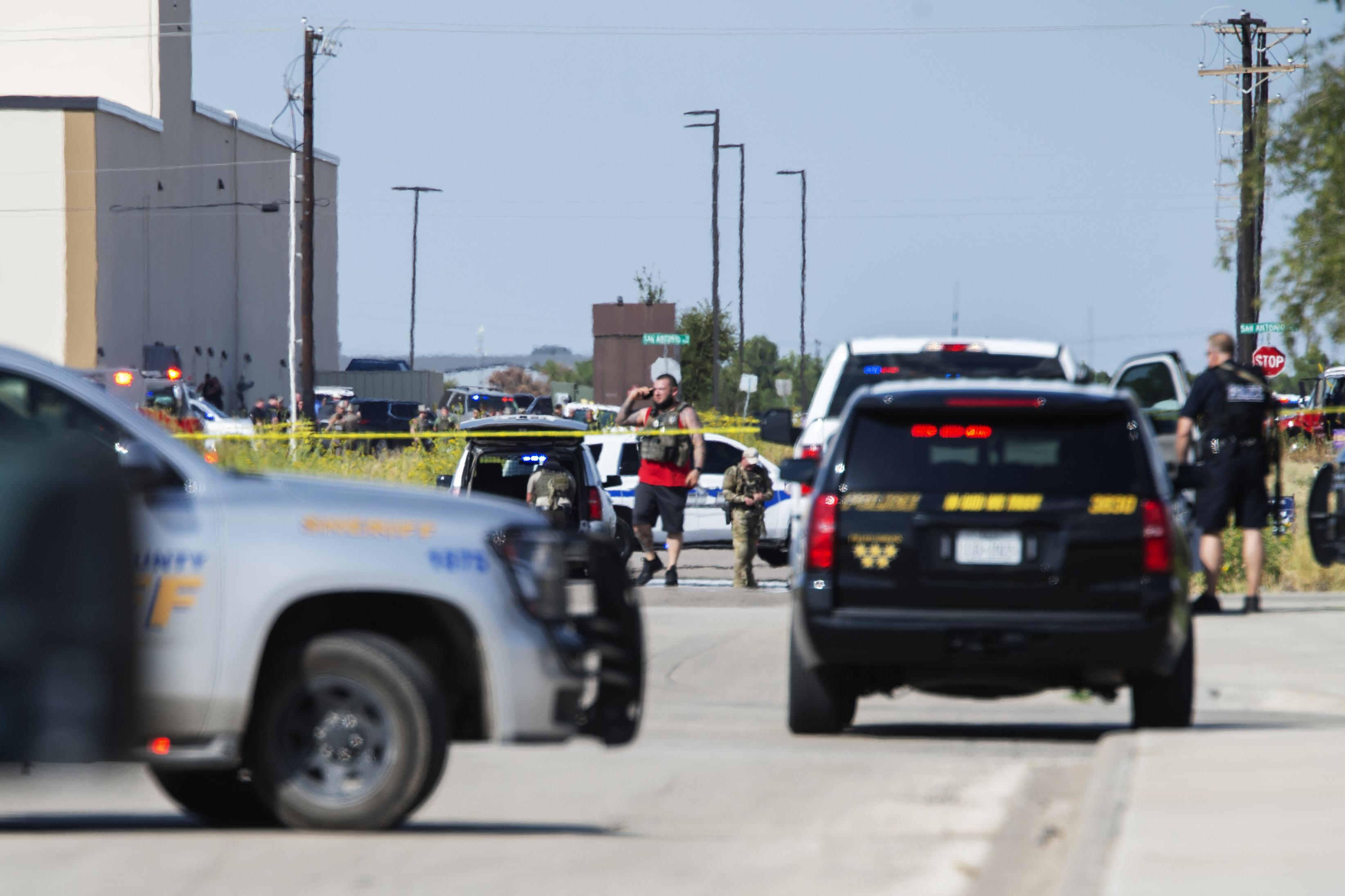 At least 5 dead in West Texas shooting after traffic stop