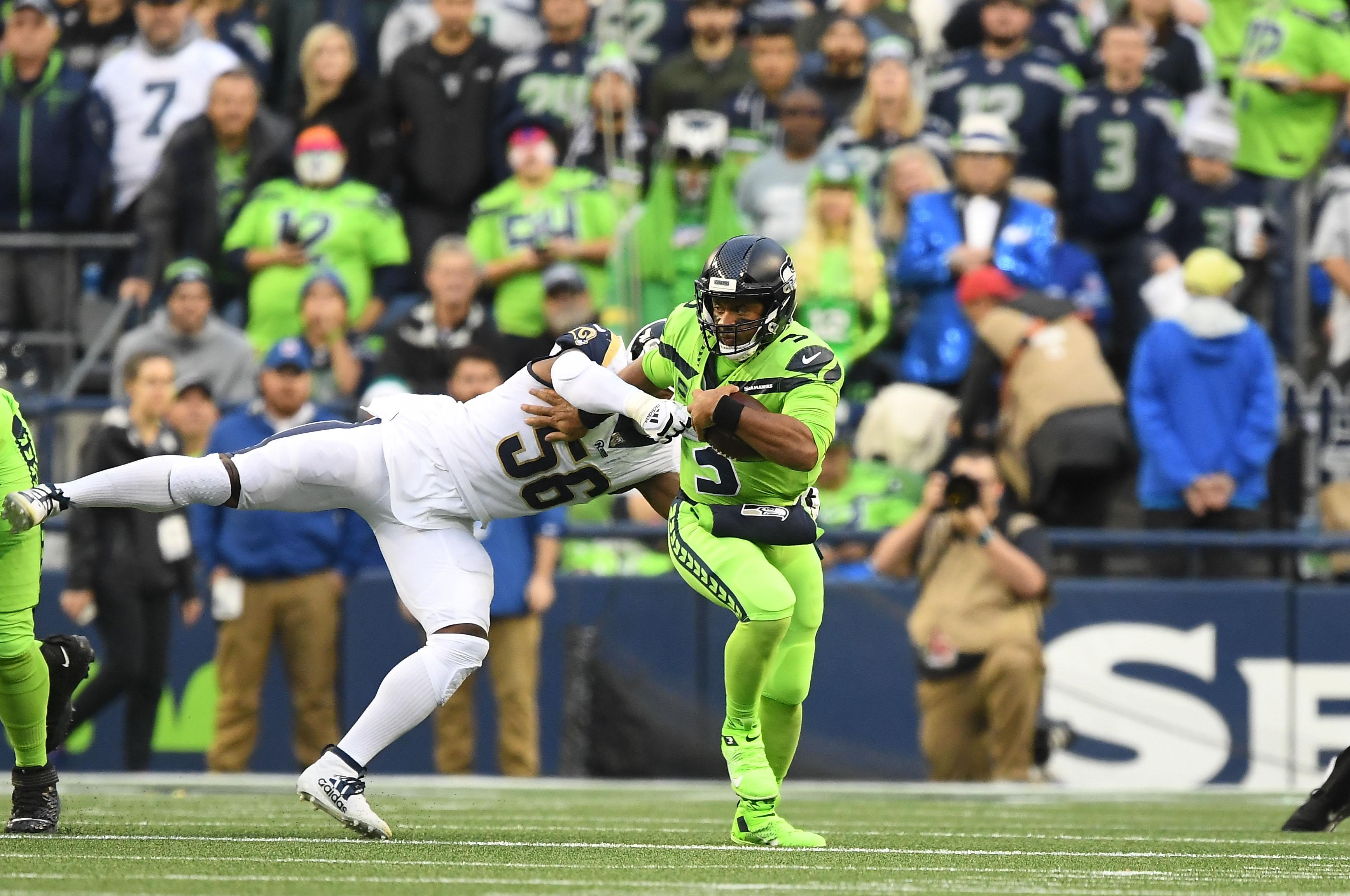 Russell Wilson Throws 4 Td Passes Seattle Seahawks Hold Off