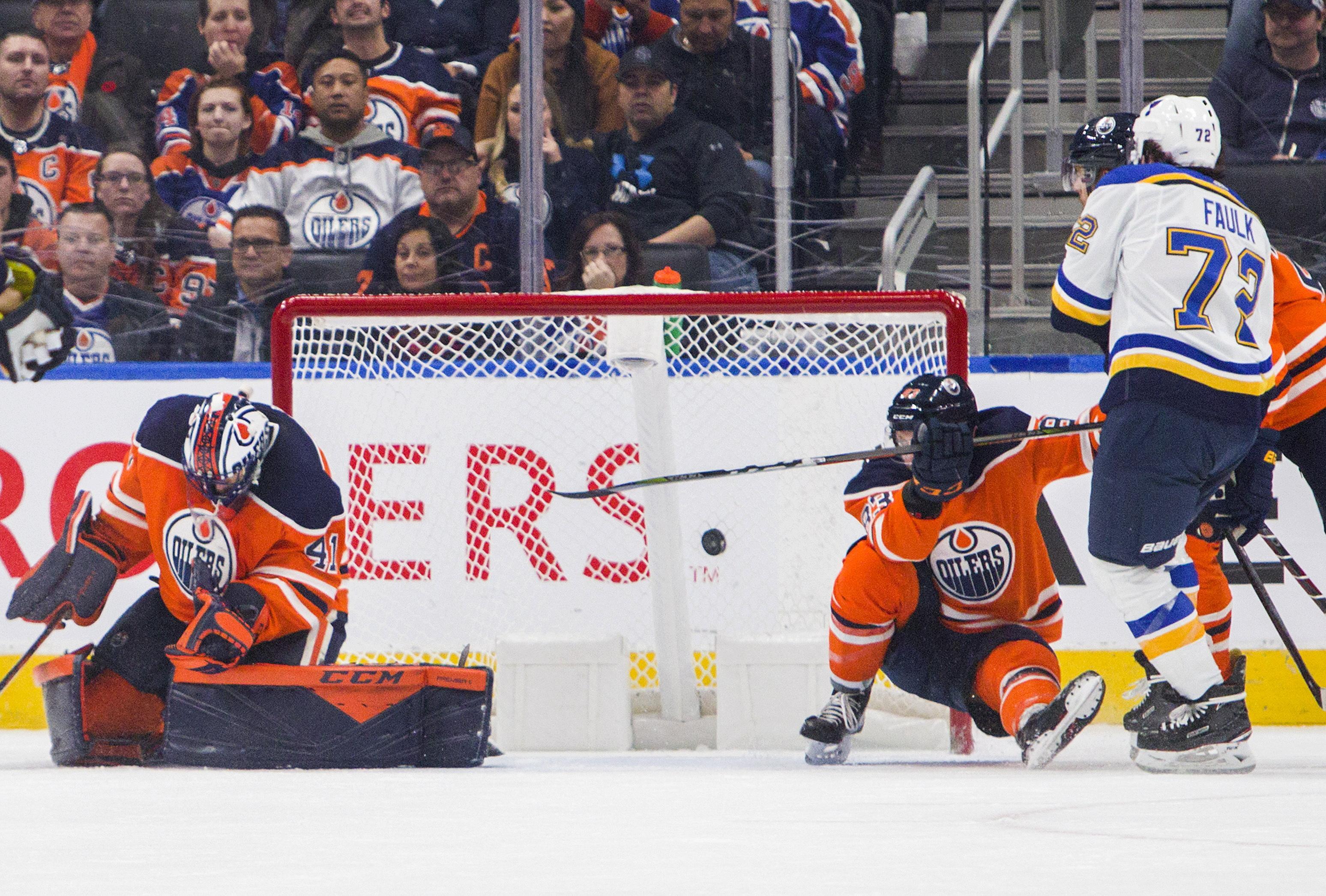 National Hockey League roundup: Blues win 6th straight beating Oilers 5-2