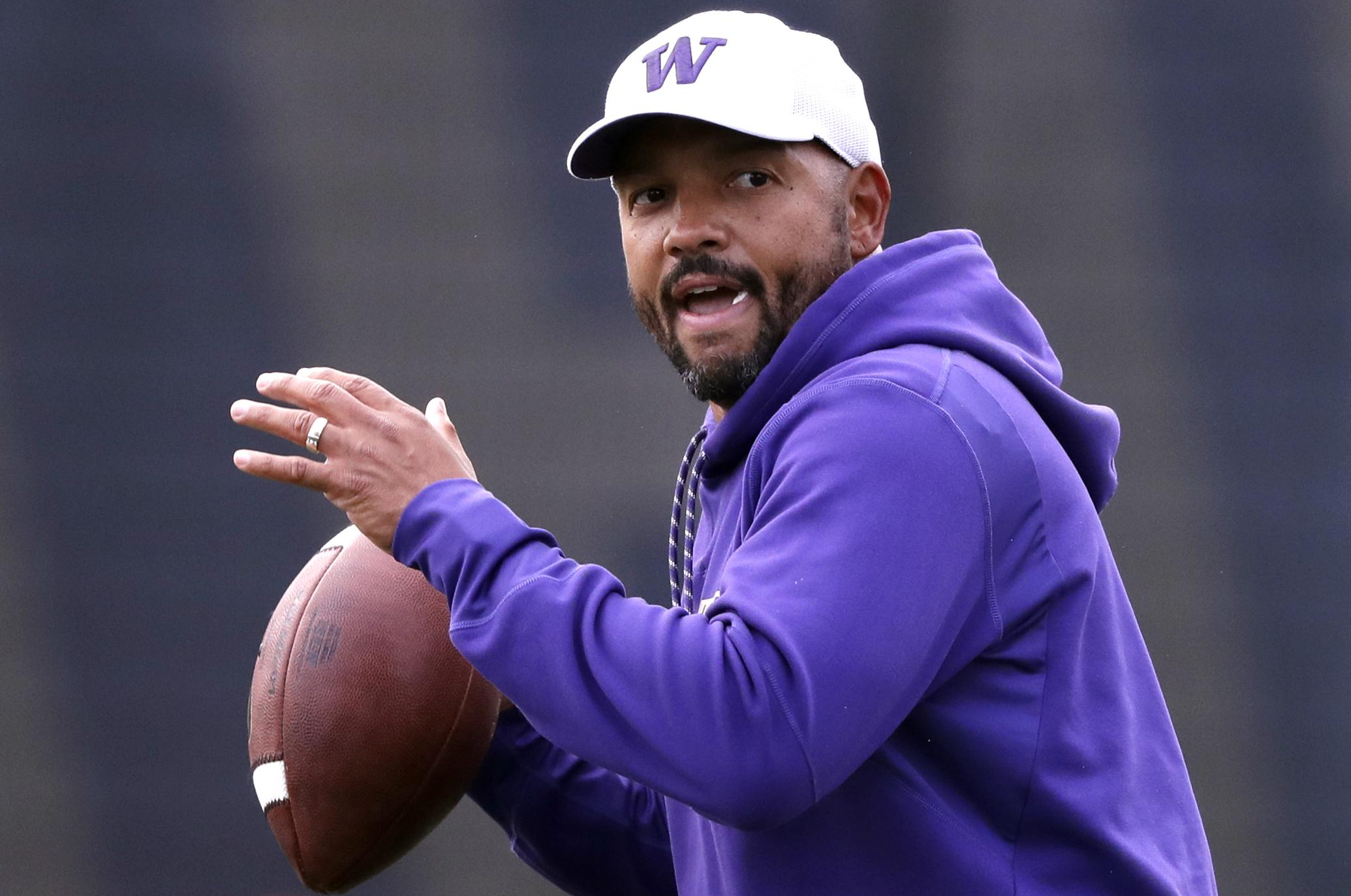 Chris Petersen steps down at Washington, Jimmy Lake named head coach