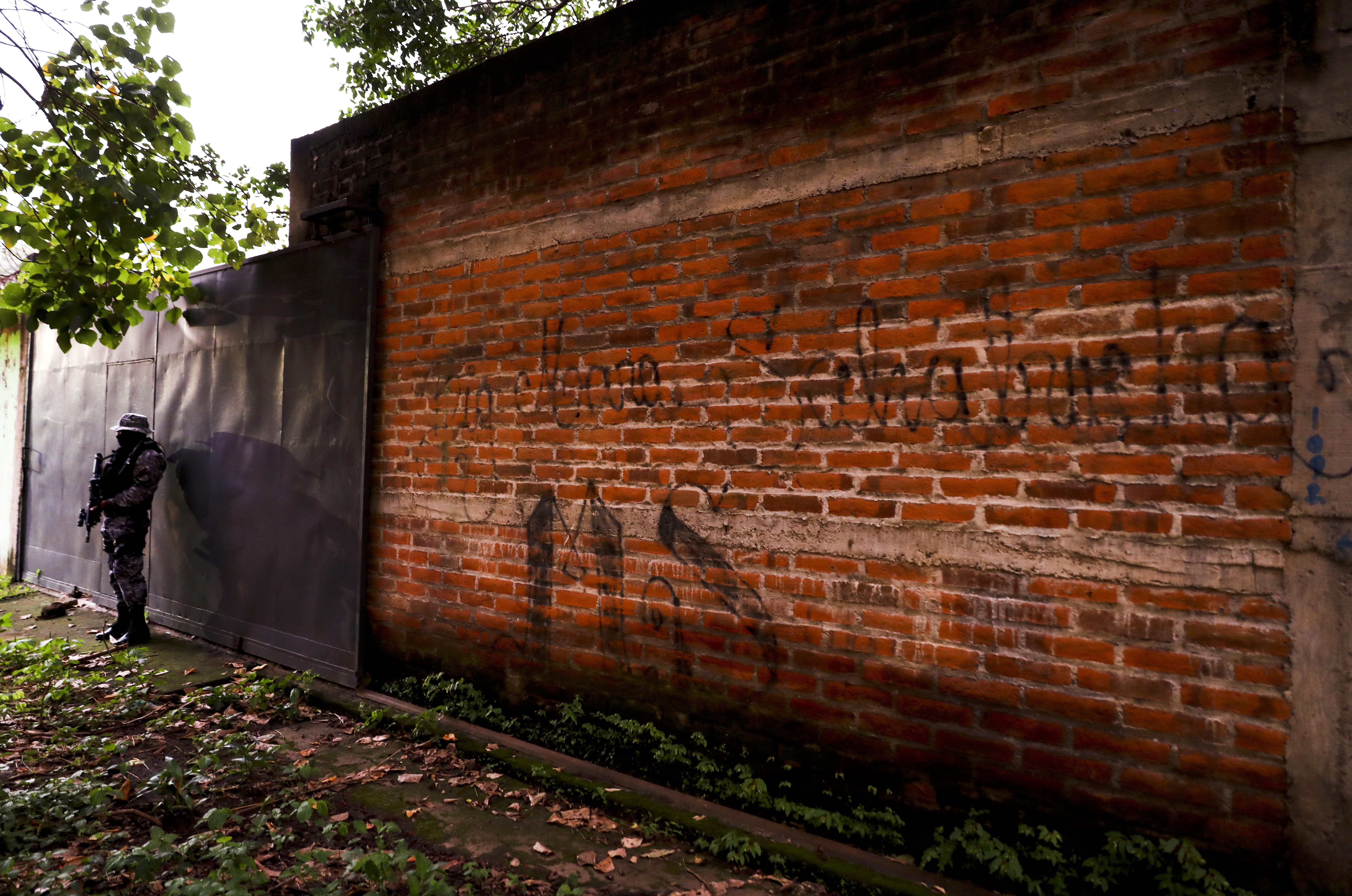 Human Rights Watch: More Than 200 Salvadorans Were Abused, Killed After Deportation