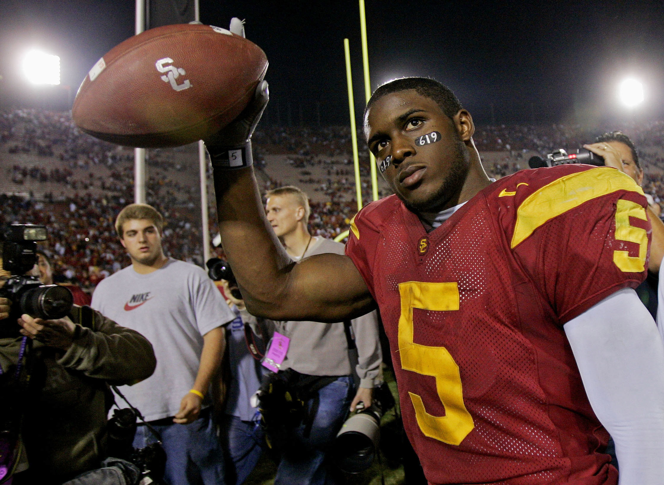 Reggie Bush is welcomed back to USC after 10-year NCAA ban
